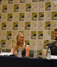 """Los actores de la película """"The Hunger Games: Mocking – Part 2""""  estuvieron en la reciente Comic-Con International en San Diego, Josh Hutcherson (izq.), Jennifer Lawrence (centro) y Liam Hemsworth (der.)"""