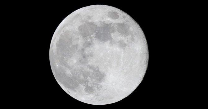 """El viernes habrá una """"luna azul"""", o sea, gris"""