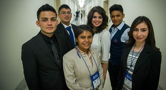 CHCI brought high school students from across the nation to Washington, D.C. to spend five days learning about how the Federal Government works, meeting important leaders, visiting historic sites and developing a deeper understanding of how they can affect positive change in their communities and their nation. In the Photo: Front: Kevin Ayala, Kenia de la Cruz, Yeysi Rodriguez, Back: Michael Salinas, Carla, Carmona and Joe Granados.