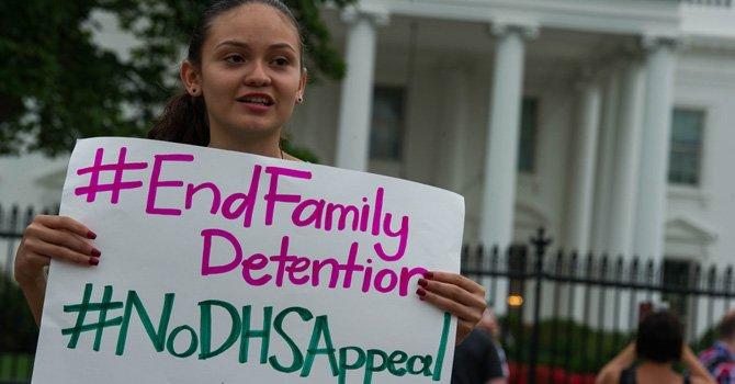 Dicen no a detención de madres y niños indocumentados