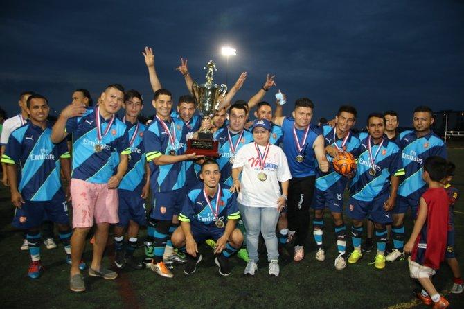 Los integrantes del Atlético que se titularon campeones de la American Soccer League al vencer en la final a Juventud 1-0, el domingo 9 de agosto de 2015.