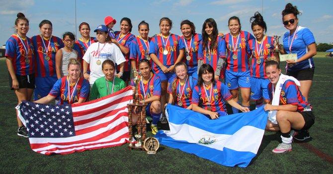 Las Coronitas cumplen el sueño de ser campeonas en la Liga Femenina de Herndon