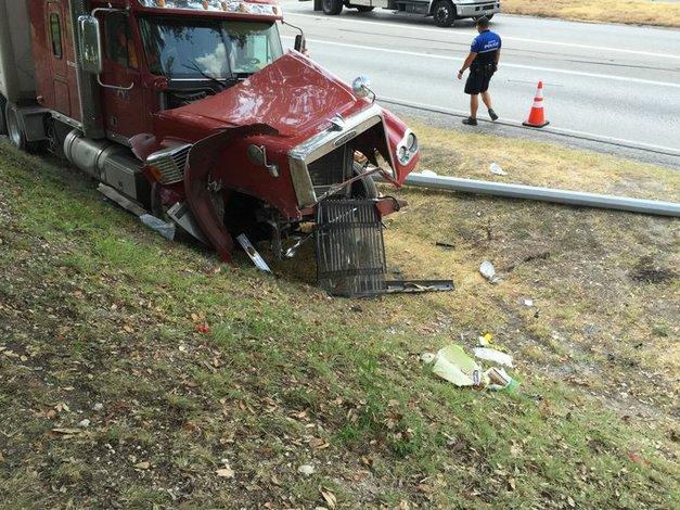 Accidente de un camión de 18 ruedas causo tráfico pesado en la I-35