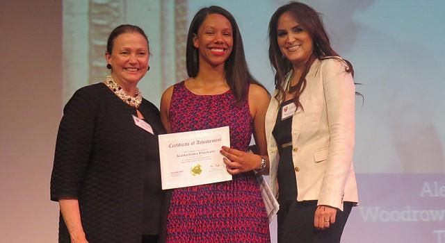 TRES. Lizette Corro, presidenta de la Junta Directiva del Latino Student Fund, la alumna Alejandra Fognani, quien ingresa este año a Tufts University, y María Fernanda Borja, directora ejecutiva de la organización durante el acto Showcase of Scholars el 12 de junio de 2015 en Washington, DC.