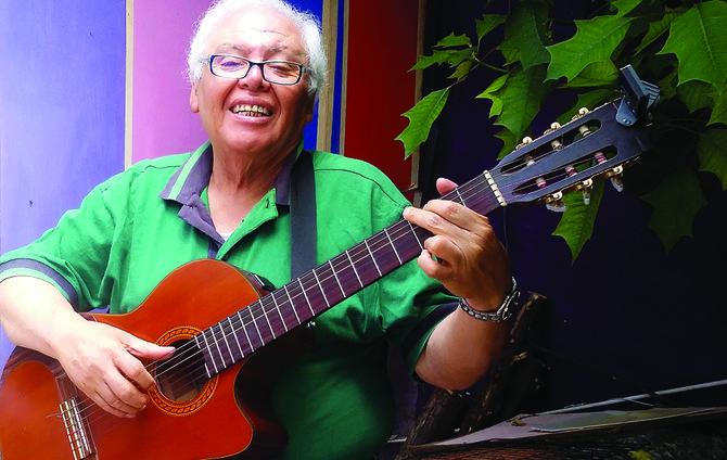 """El cantante salvadoreño Payín Moreno de los inolvidables """"Vikings"""""""