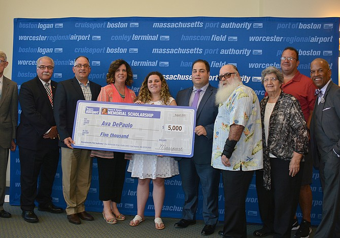 Estudiantes de East Boston reciben becas y galardones de parte de Massport