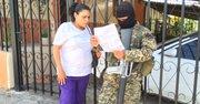 En Quezaltepeque madre indaga por suerte de su hijo tras masacre en el penal el sábado 22 de agosto de 2015. Su hijo se salvó.