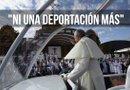 El papa Francisco saluda a su llegada para celebrar una misa. Foto: EFE