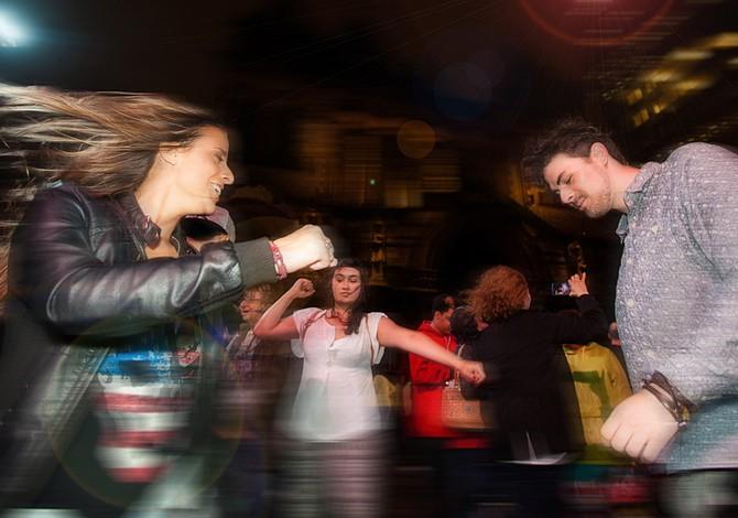 SEPTIEMBRE: Serie de fiestas al aire libre para bailar salsa, swing y disco