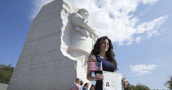 Nuevos ciudadanos recuerdan a Martin Luther King