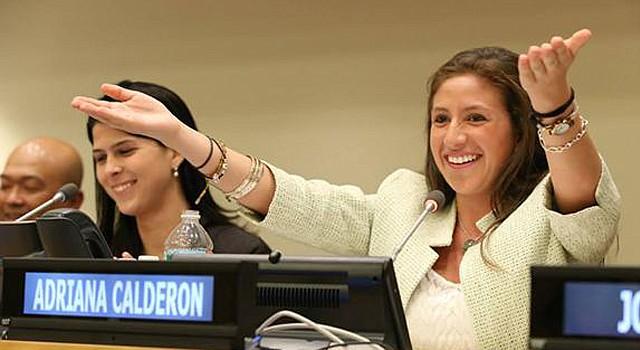 Adriana Calderón clausura la sesión plenaria de IYLA en la ONU el 18 de agosto de 2015.