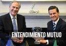 El mandatario de México, Enrique Peña Nieto (d), durante un encuentro con el gobernador de Texas, Greg Abbott (i). Foto: EFE