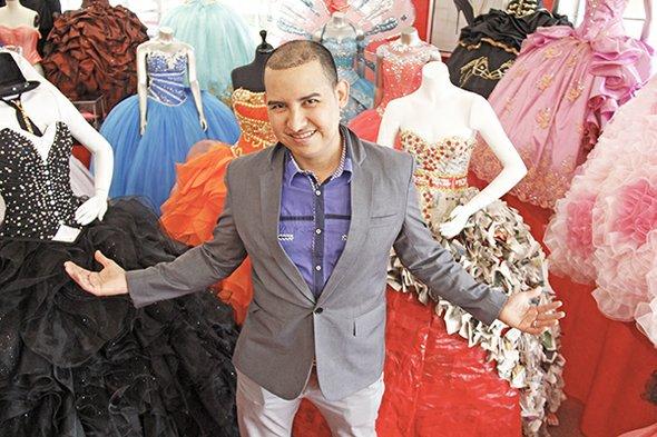 El diseñador y asesor de imagen Tomas Benítez admite que el cambio en los vestidos de quince años ha sido impresionante y que las modas siguen avanzando.