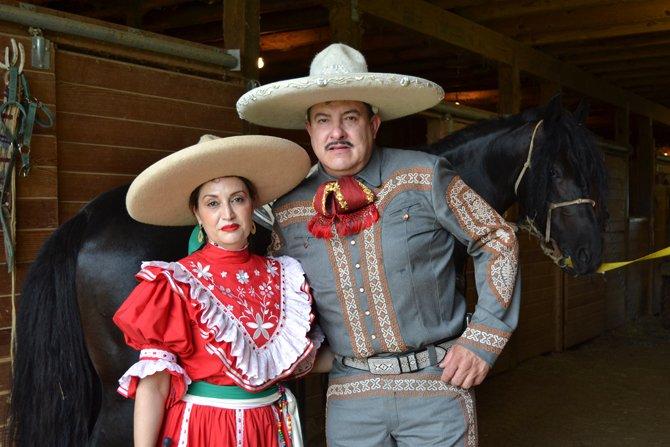 Isaac Castro y su esposa Mariseli, excelentes anfitriones que abren las puertas del rancho El Dorado, a familiares y amistades.