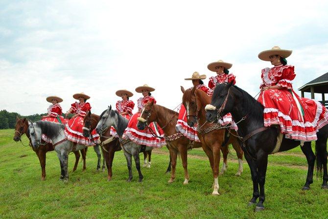 """Las Amazonas de El Dorado con sus caballos que llevan por nombre como """"Coyote"""", """"Ratón"""", """"Diamante"""", """"Zaino"""", """"Payaso"""", """"Bonito"""" y """"Coche""""."""