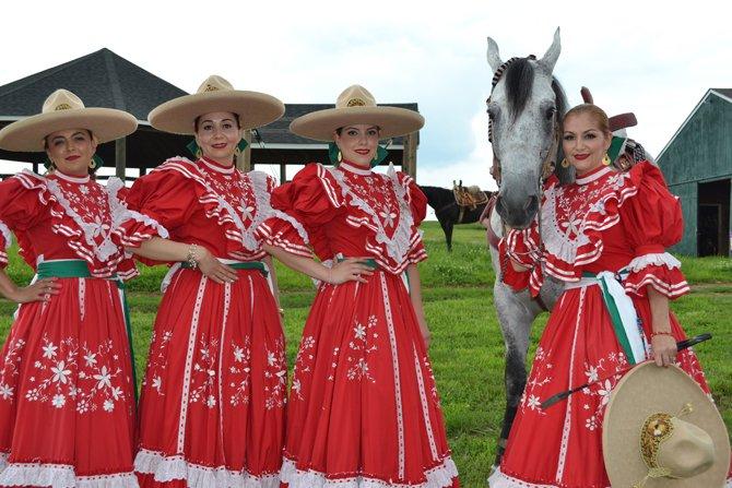 De izq., a der., Lorena Anguiano, Rosa Alvarez, Beatriz Castro y María Eugenia Alvarez.