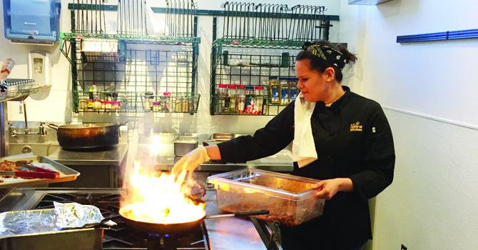 Chef peruana inspira a artista estadounidense para retratarla