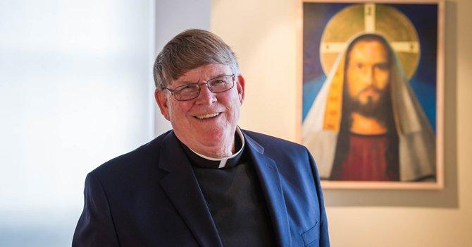 El Padre John abraza la causa humana del inmigrante