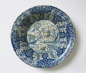 Plate with the arms of García Hurtado de Mendoza y Manrique and Teresa de Castro y de la Cueva, 1588-1593, Thomas Lurie Collection. FOTO: Cortesía del Museum of Fine Arts, Boston | Thomas Lurie Collection