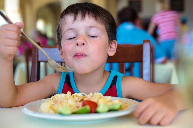 Los chicos comen gratis