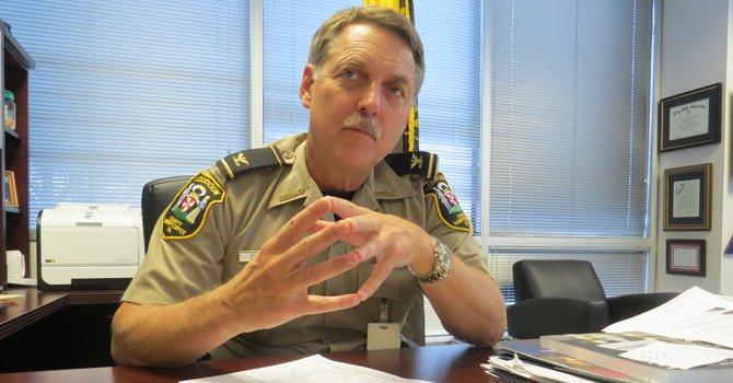 El sheriff que tiende puentes en Loudoun