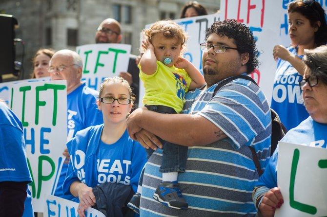 Padres y líderes comunitarios de Springfield y Holyoke exigen medidas urgentes para cambiar las limitaciones sobre las escuelas públicas charter