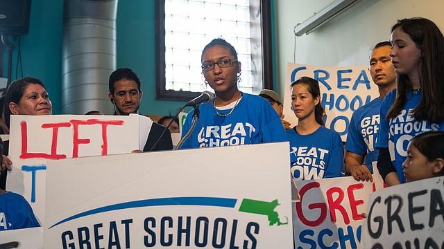 Andreina Bernabe durante el lanzamiento del la campaña Great Schools Massachusetts en Lawrence.
