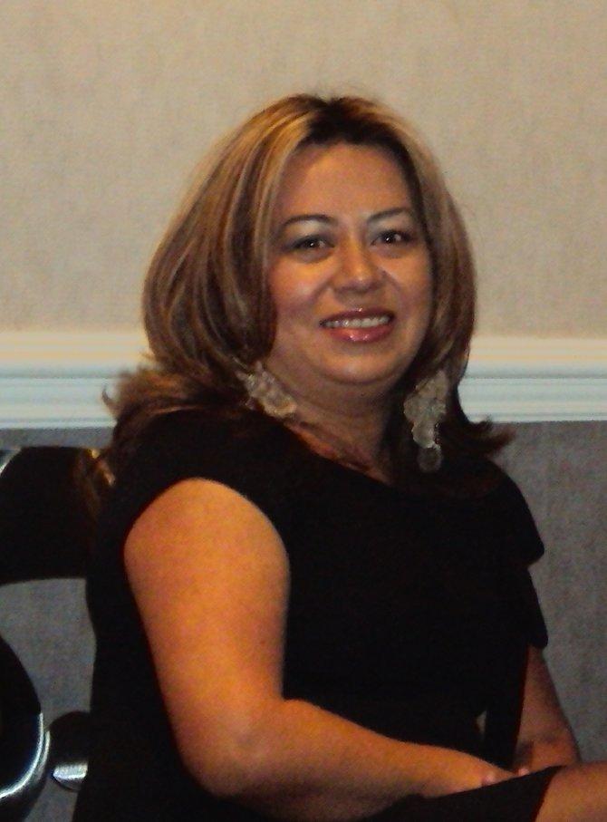 Yessenia Alfaro: Una madre y líder comunitaria que busca darnos una voz en el Comité Escolar de Chelsea para luchar contra la deserción escolar y otros problemas que ponen en peligro el futuro de nuestros niños.