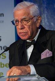 El ex congresista Robert García.