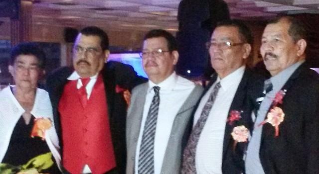 Víctor Mejía (2do. a la izq.) falleció hoy domingo 25 de octubre de 2015 a los 61 años de edad. En la foto con sus hermanos Dilma, Neptalí, Salvador y Manfredo en 2014.