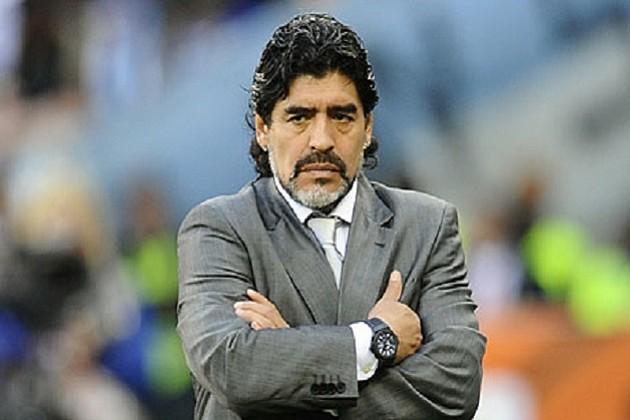 El astro del fútbol Diego Armando Maradona celebra sus 55 años