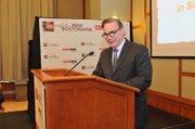 Roger Berkowitz, presidente y CEO de Legal Sea Foods, una de las empresas afiliadas al programa de enseñanza del inglés en el trabajo