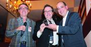 El director de El Tiempo Latino, Alberto Avendaño (centro), entrega el premio del Festival a Aldo Bello, director de DREAM: An American Story, junto a Rod Brana director de programación del Festival.