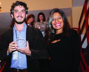 El director de On the Bride's Side, Gabriele del Grande recoge su premio de manos de Zulema Tijero de El Tiempo Latino.