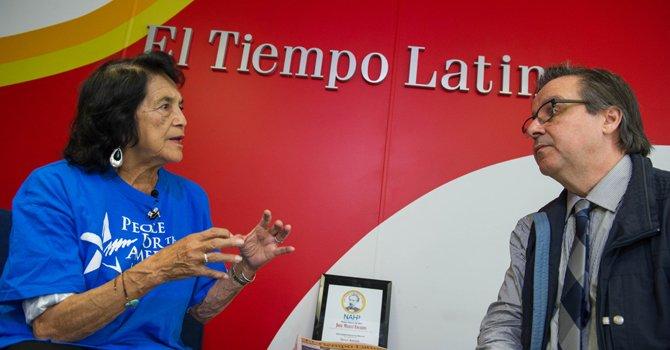 """Dolores Huerta: """"el voto latino traerá el cambio"""""""