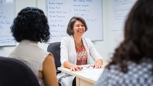 Maria Cuervo- Durante reunion de padres de capítulo de Chelsea.