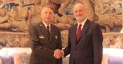 El director del National Park Service de Estados Unidos, Jonathan Jarvis (izq.), con el embajador español Ramón Gil Casares.