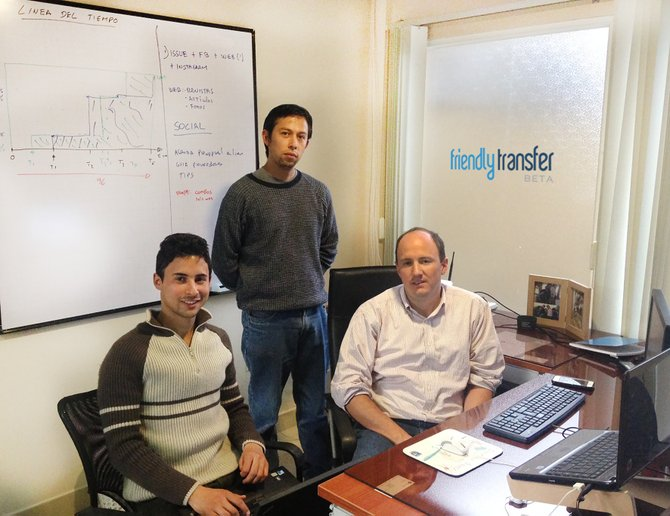 Miembros del Development Team de FriendlyTransfer.com: Nelson Rodriguez, Omar Chávez e Ivan Viteri (Ausente en la foto: Sebastián Hurtado)