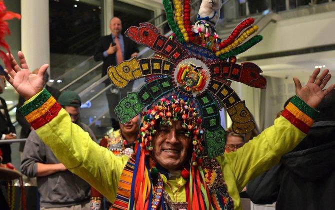 """José Torrico, residente en Virginia, fue parte del entretenimiento folclórico boliviano que acompañó al estreno de """"Olvidados"""" en un cine del área de Washington el 11 de noviembre de 2015."""