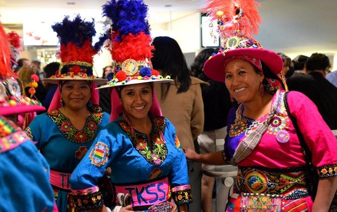 Miembros del grupo de danza folclórica Tinkus San Simón, residentes en Virginia.