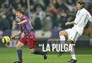Messi debutó en un Real Madrid-Barcelona hace diez años, con triunfo azulgrana por 0-3 en el feudo madridista. Foto: EFE