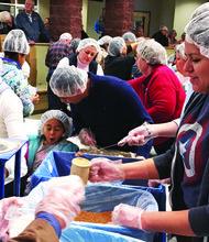 ACCIÓN. Hispanos participaron en el lanzamiento de Food Fight, el domingo 15 de noviembre.