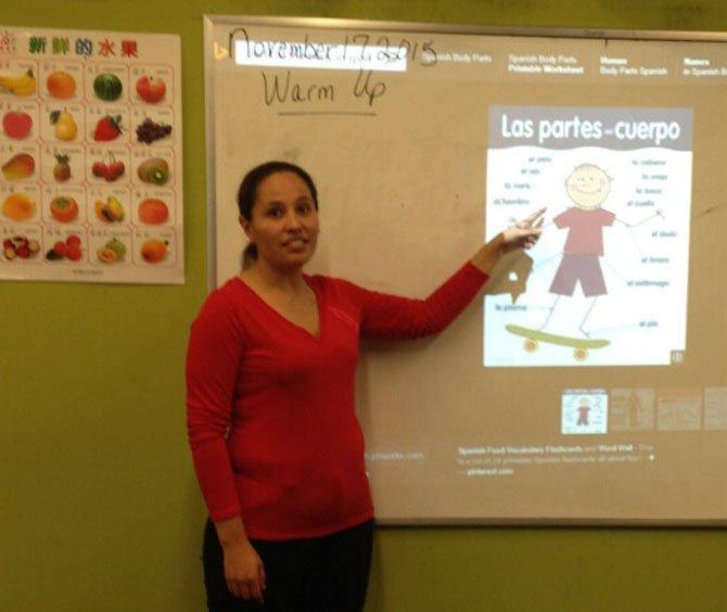 La boliviana Mayra Abasto posee una amplia experiencia en la enseñanza del español y el francés.