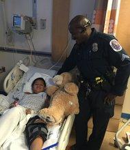 SOLIDARIDAD. La Policía del condado de Prince George's visitó a los niños que estuvieron heridos.