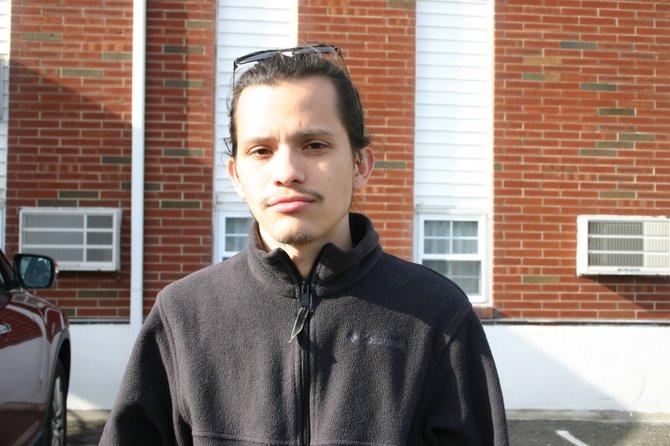"""Para Andrés Castillo, de la organización Vida Urbana, """"la futra visión de East Boston no incluye familias, y mucho menos a latinos, sino a profesionales jóvenes y estudiantes universitarios. El East Boston de siempre ha empezado a desaparecer""""."""