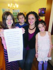 ADMIRADORES. Dalia Palchik con sus sobrinos, el 11 de noviembre de 2015.