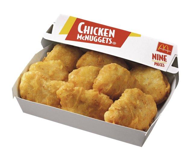 La cadena de comida rápida McDonald's, no se quedó con los brazos cruzados y le regala a sus compradores 10 nuggets de pollo cada vez que los Texans logren un rush (avance)  de 100 yardas. Para reclamar este premio debe tener la aplicación de McDonald's instalada en su celular.