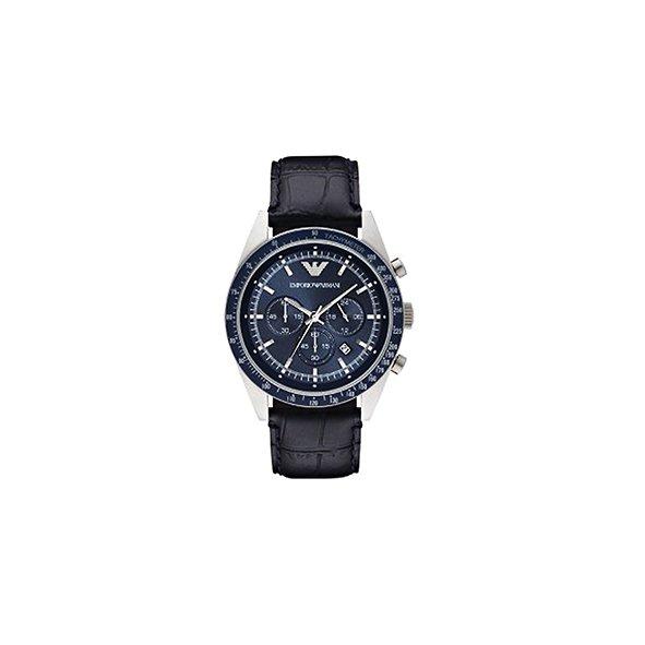 Reloj de acero inoxidable Emporio Armani Precio: $497 USD.
