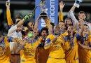 Jugadores de Tigres celebran la victoria al superar a los Pumas en la serie de los penaltis (4-2). Foto: EFE