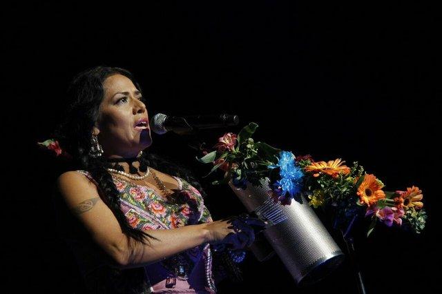 La cantante estrenó su disco Balas y Chocolate en la ciudad de Austin, donde también inició una extensa gira por varias ciudades de EE.UU. Ahí, en la capital del estado, estuvimos presentes en el concierto que dio inicio a su recorrido.